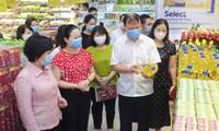 Các siêu thị tăng lượng hàng hóa lên gấp 2-3 lần