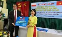 Đại sứ quán Ba Lan tại Hà Nội trao máy tính tặng học sinh Trường Trung học Phổ thông Việt Nam - Ba Lan