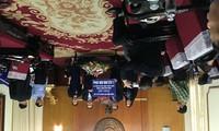 Ủy ban Nhà nước về NVNONN trao tiền ủng hộ của kiều bào tới đồng bào miền Trung