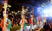 Lung linh sắc màu áo dài tại đêm Văn Miếu - Quốc Tử Giám