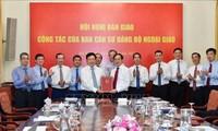 Hội nghị bàn giao nhiệm vụ Bộ trưởng Bộ Ngoại giao