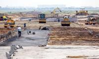Thi công đồng loạt 8 đường lăn sân bay Tân Sơn Nhất