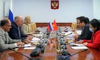 Việt Nam quan tâm việc chuyển giao công nghệ sản xuất và vaccine của Nga