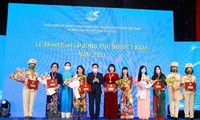 Trao giải thưởng Phụ nữ Việt Nam năm 2021 và các dự án khởi nghiệp tiêu biểu