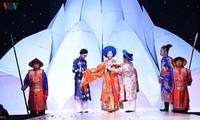NSND Lan Hương, Hoàng Cúc trình diễn trang phục của phu nhân thời Nguyễn