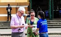Thành phố Hồ Chí Minh phát miễn phí hàng ngàn khẩu trang y tế cho du khách