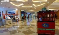 Dân cảnh giác corona, trung tâm thương mại Hà Nội vắng vẻ, đìu hiu