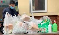 Hà Nội hỗ trợ nhu yếu phẩm cho người dân khu cách ly đường Xuân Thủy