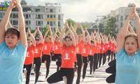 3.000 người đồng diễn yoga bên vịnh Hạ Long