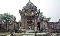 Primer ministro camboyano llama a construir frontera de paz con Tailandia