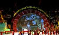 Vietnamitas celebran la Fiesta nacional del culto a los reyes Hung 2013