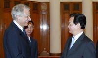 Dirigentes vietnamitas reciben al ex premier francés Dominique de Villepin