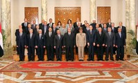 Toma posesión de gobierno nuevo gabinete egipcio mientras protestas continúan