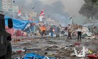 Al menos 700 muertos en sangrientos enfrentamientos en Egipto