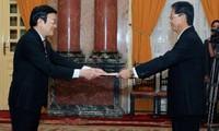 Presidente de Vietnam recibe nuevos embajadores en Hanoi