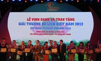 """Entregan premio """"Tursimo Vietnamita 2012"""""""