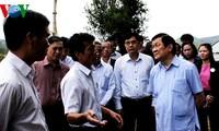Presidente Truong Tan Sang visita victimas de inundaciones en Quang Ngai
