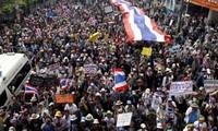 Obstruyen manifestantes jornadas electorales anticipadas en Tailandia
