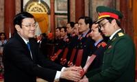Presidente de Vietnam entrega nombramientos a fiscales