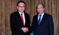 Viceprimer ministro Nguyen Xuan Phuc recibe a cónsul general honorífico surcoreano