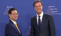 Actividades del primer ministro vietnamita en la tercera Cumbre de Energía Nuclear