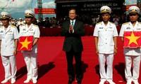 Abandera primer ministro de Vietnam sus dos  primeros submarinos