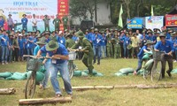 Jóvenes y veteranos de Thua Thien- Hue conmemoran victoria de Dien Bien Phu