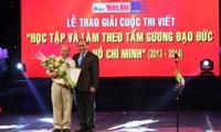 Otorgan premios de escritura sobre el Presidente Ho Chi Minh