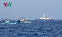 Pescadores vietnamitas mantienen trabajo con valentía en aguas violadas por China