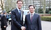 Primer ministro holandés visita oficialmente Vietnam