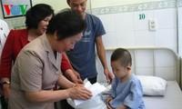 Vicepresidenta entrega regalos para pacientes infantiles en Da Nang