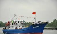 Pesqueros de acero incentivan a pescadores de Binh Dinh a aferrarse al mar