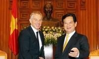 Recibe premier Nguyen Tan Dung al ex primer ministro británico Tony Blair