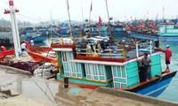 Empresa apoya a pescadores en su faena