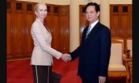 Primer ministro Nguyen Tan Dung recibe a la embajadora de Noruega