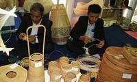 Artesanos vietnamitas presentes en Feria Internacional de Comercio de India