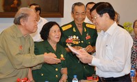 Presidente de Vietnam, Truong Tan Sang visita a exprisioneros de la guerra con motivo del Tet 2015
