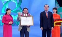 """Entregan premio """"Estrella de la farmacia vietnamita"""""""