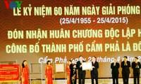 Ciudad Cam Pha condecorada con la Orden de la Independencia, primera clase