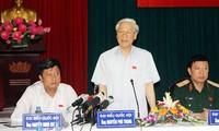 Dirigentes vietnamitas en contacto con electores