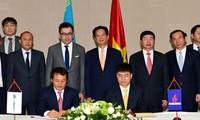Premier vietnamita en encuentro con empresas en Kazajstán