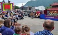 Arte de marionetas de agua de Vietnam en Noruega