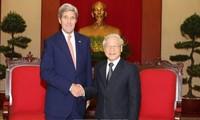 Dirigentes vietnamitas reciben al secretario de Estado estadounidense, John Kerry