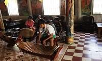 Concierto de instrumentos tradicionales del pueblo jemer en la Pagoda Doi
