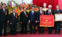 """Entregan título """"Héroe del Trabajo"""" a  instituciones destacadas de Vietnam"""