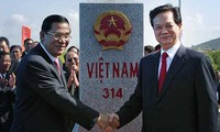 En terminación localización de hitos limítrofes entre Cambodia, y Vietnam, Laos y Tailandia