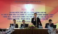 Jóvenes hanoyenses buscan soluciones para reforzar integración internacional de Vietnam