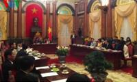 Vicepresidenta vietnamita elogia a personas con mayores contribuciones a atención infantil