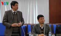 Periodistas internacionales que cubren XII Congreso partidista visitan sede de La Voz de Vietnam
