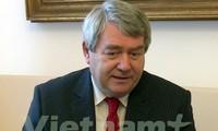 Partidos Comunistas de Vietnam y de República Checa fortalecen cooperación